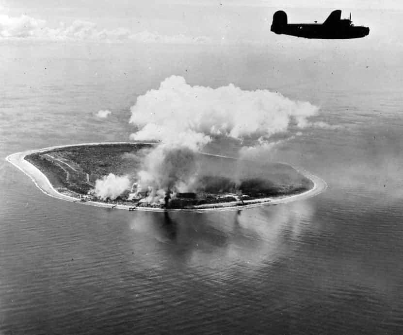 Nauru sendo bombardeada durante a segunda Guerra